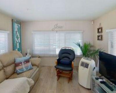 4865 Holly Ave, Long Beach, CA 90805 1 Bedroom Condo