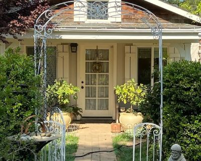 Cozy Canyon Cottage: Come relax, hike, run, or walk 2 town 4 some amazing faire - Auburn