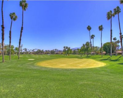 Newly remodeled condo with mountain & golf course views, and pet friendly - Palm Desert