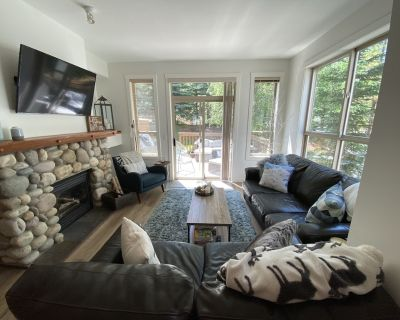 Fabulous Ski-in/out Renovated 3 Bdrm Upper Village Townhome with Extra TV Room - Panorama