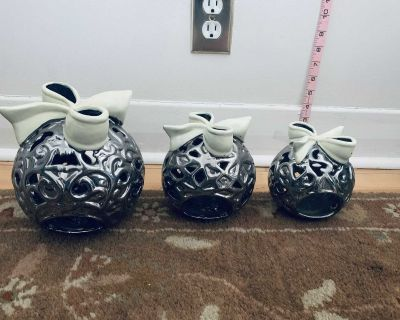 Candle holders / silver with while bow