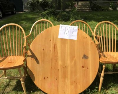 Curb Side Alert Pick up ONLY Free Table & Chairs