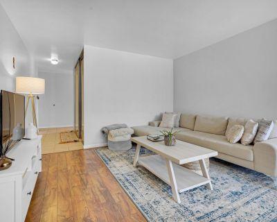 Beautiful bedroom with private bathroom, Cheesman Park condo - Cheesman Park