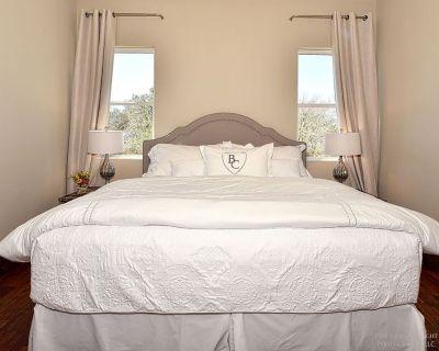 Room 5 At Barons Creek Vineyards- 1/4 Master Suites- 290 Wine Tours - Fredericksburg
