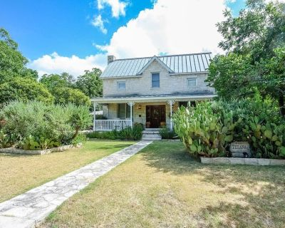 Unique Western Style Guesthouse in the Texas Hill Country - Fredericksburg