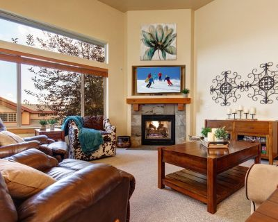 Remarkable Bear Hollow Townhome w/ Private Hot Tub & Mountain Views - Bear Hollow Village