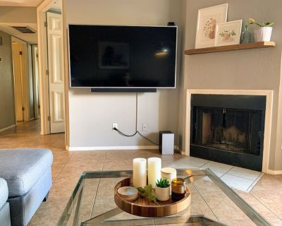 Cal. King Master Suite, Executive Office, Two Private Patios, Bike to Old Town ! - South Scottsdale