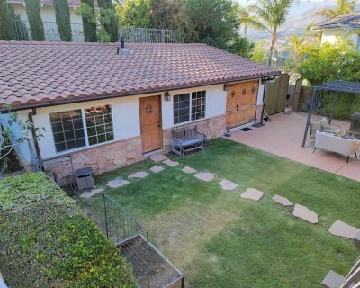 New! Gorgeous Pool Cottage - Vacation Ready! - Porter Ranch