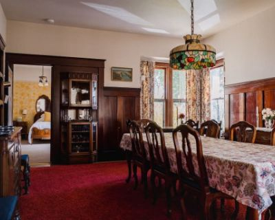 1906 Victorian Farmhouse and Countryside Estate Property, Newcastle, CA
