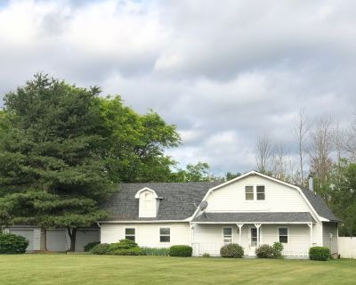 2,270 Sq. Ft. Home on 4 acre lot, 1 mile from Grand Park, sleeps 16+ - Westfield