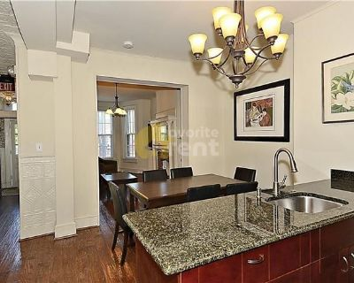 Charming 4 Bedroom, 4 Bath Townhome / Capitol Hill