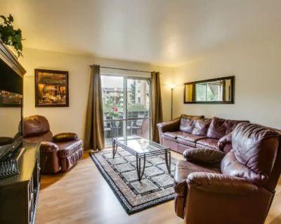 Central, Remodeled, 2-Bdrm Suite Retreat! - Glenwood Grove - North Iris