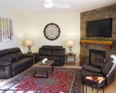 Newly Remodeled Cozy 4 BR + 3.5 BA + Den - Bear Hollow Village