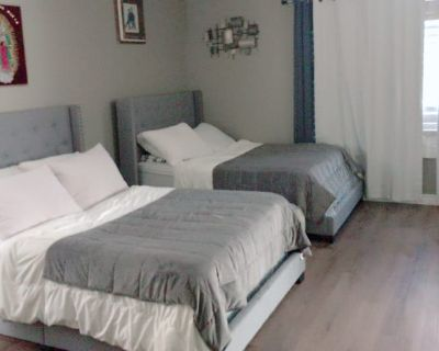 Private room with own bathroom - Moreno Valley , CA 92553