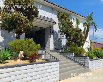 Sunny Courtyard Apartment | Silver Lake