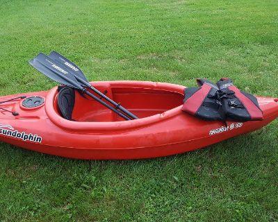 Sundolphin Aruba 8' sit-in kayak, XL life vest, & Seasense paddle