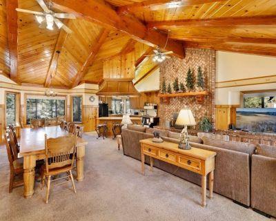 Bearfoot Lodge / Fresh Fox Farm Retreat w/ Game Room - Fox Farm