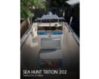 20 foot Sea Hunt 202 Triton