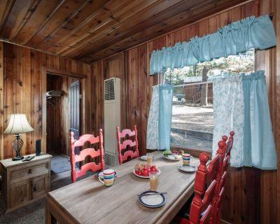 Pine Cabin, 2 Bedrooms, Fireplace, Midtown, Sleeps 6 - Ruidoso