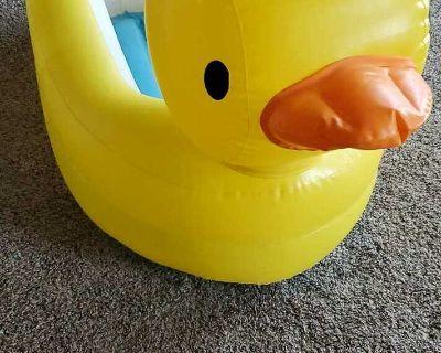 Inflatable duck Bathtub