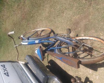 1950 Girls Bikecyle. Monarkold bike need