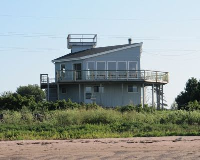 Funky Beachfront Cottage On The Northumberland Strait - Pictou County
