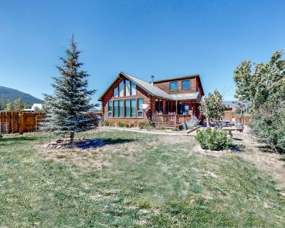 Rustic Family Getaway W/ Expansive Deck, Full Kitchen, Wood Stove & Washer/Dryer - South Fork