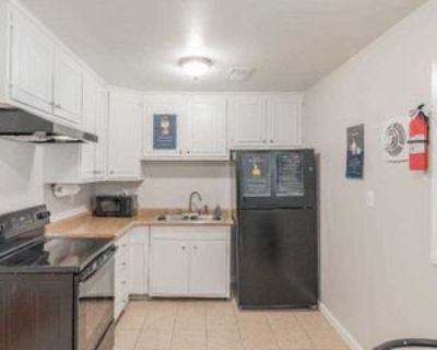 Room for Rent - near South Lake Mall, Forest Park, GA 30297 1 Bedroom House