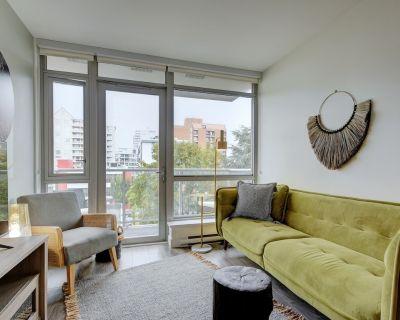 Escher Elegance-Deluxe One Bedroom in Downtown Victoria, Rooftop Terrace with Great Views - Downtown Victoria