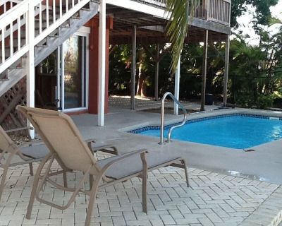 Relax at the flying hogfish - Summerland Key