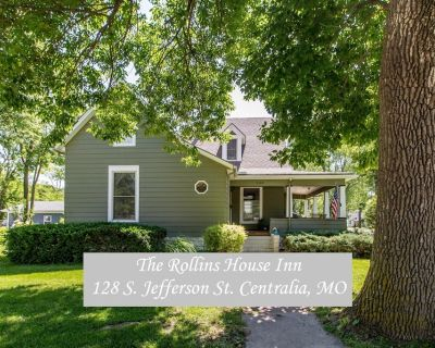 Tastefully restored historic home in quaint town, 20 minute drive to Columbia MO - Centralia