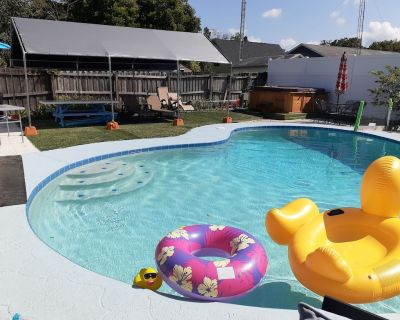 Heated Salt Pool, cozy House near Downtown and International Airport - Dixie Belle