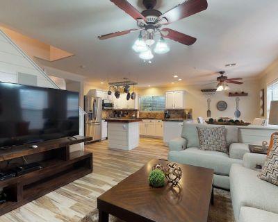Newly remodeled, dog-friendly home w/hot tub, pool table & poker - North Scottsdale
