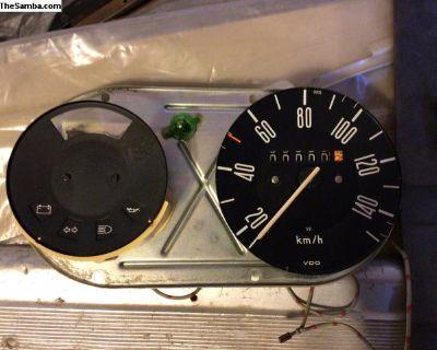 2/74 KPH speedo pod