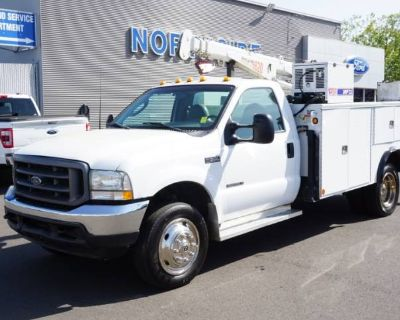 2003 Ford Super Duty F-550 Chassis Cab XL