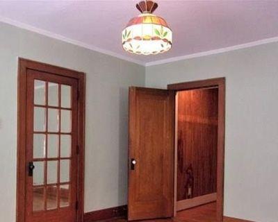 Private room with shared bathroom - Oklahoma City , OK 73104