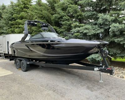 2019 Centurion Fi23 Surf Boat Extremely low hours