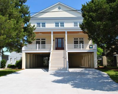 Canal front home with floating dock at South Litchfield in Pawleys Island. - Litchfield by the Sea
