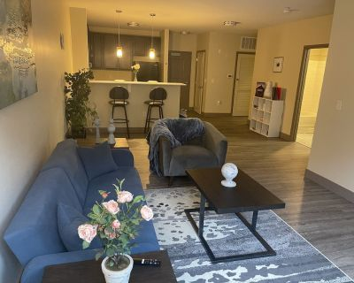 Beautiful Mass Ave Apartment. Food and Fun Steps Away - Mile Square