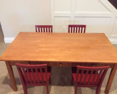 Good condition Pottery Barn Kids Carolina craft table and 4 chairs
