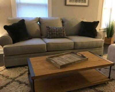 Clean 4 Bedroom Home - Libertyville