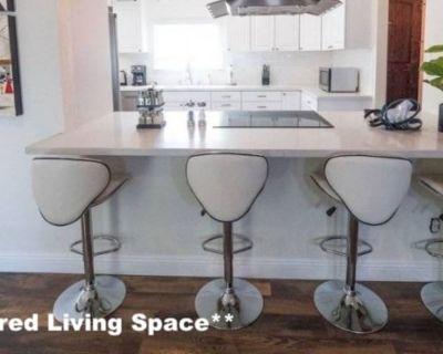 Shared room with shared bathroom - Woodland Hills , CA 91364