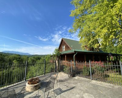 PRIVATE POOL   HOME MOVIE THEATHER   MT LECONTE VIEWS   SLEEPS 16 - Pigeon Forge