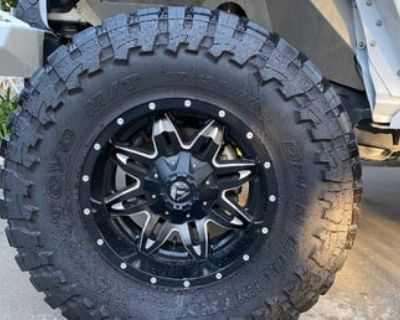 Jeep 37x13.5x18 wheels and tires