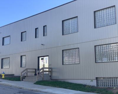 Office/Warehouse divisible space 420 Davis Ave