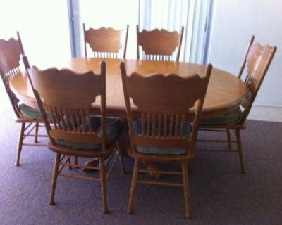 Dining Table with 6 chairs and extra leaf