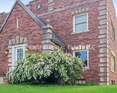 Very Large 1 bedroom apt. near downtown. Washer & dryer included! Pets OK, Low Deposit.