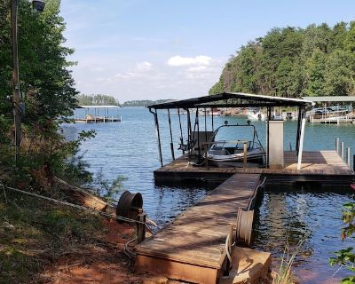 Beautiful Lake Hartwell Retreat With Room for the Whole Family!! - Anderson County