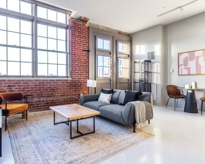 Stunning Charlestown 1BR w/ W/D, Roof Patio, Doorman - Thompson Square - Bunker Hill