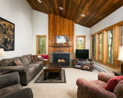 White Pines Crescent Ridge 3-Bedroom Condo - Walk to Slopes! - Downtown Park City